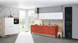 Na tablicy w kuchni możemy notować wszystko to, co jest nam w danej chwili potrzebne. Umieszczona w widocznym miejscu spełni wiele funkcji.