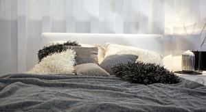 Jak spać, żeby się dobrze wyspać? Z pewnością wygodnie, a to zapewni nam dobrze dobrana poduszka.