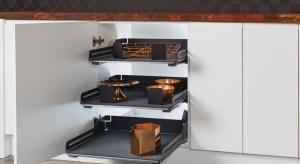 Od dłuższego czasu w kuchni królują odcienie szarości. Szare blaty, elementy wykończeniowe i akcesoria nadają wnętrzu nowoczesny i elegancki charakter.