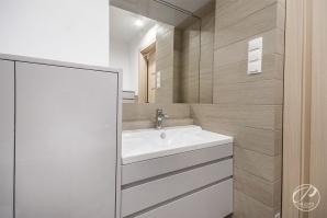 Nowoczesna łazienka w mieszkaniu na Saskiej Kępie w Warszawie
