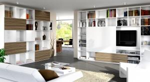 Użytkownicy tak bardzo polubili komfort użytkowania drzwi przesuwnych w dużych szafach, że coraz częściej chcieliby mieć je również w innym meblach np. szafkach kuchennych, łazienkowych czy komodach.