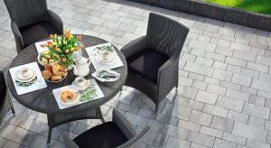 Zbliża się lato, a więc czas pomyśleć o tarasach i balkonach i ogrodach, czyli miejscach, które zastąpią nam wewnątrz-domowe salony - miejsca relaksu.