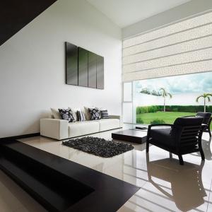 Szkło profilowane Profilit pozwala na stworzenie oryginalnych fasad, ogrodzeń i wnętrz o pięknym, delikatnym wzornictwie. Na szklaną taflę aplikowany jest wzór, mogący występować w różnych barwach lub nawet naśladować mróz na oknach. Fot. Pilkington