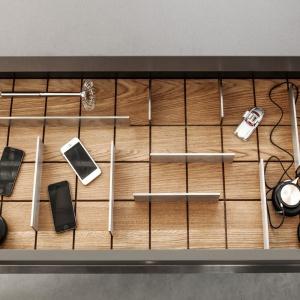 Organizery w kuchni Z1 marki Zajc Kuchnie mają konstrukcję pozwalającą dowolnie zmieniać położenie metalowych przegródek. Fot. Zajc Kuchnie