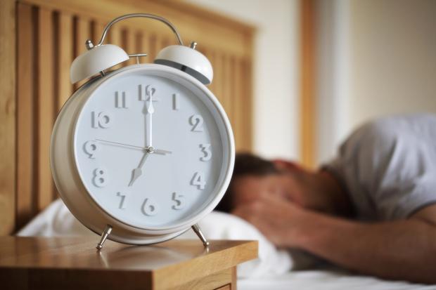 Dodatki do sypialni: poznaj krótką historię budzika