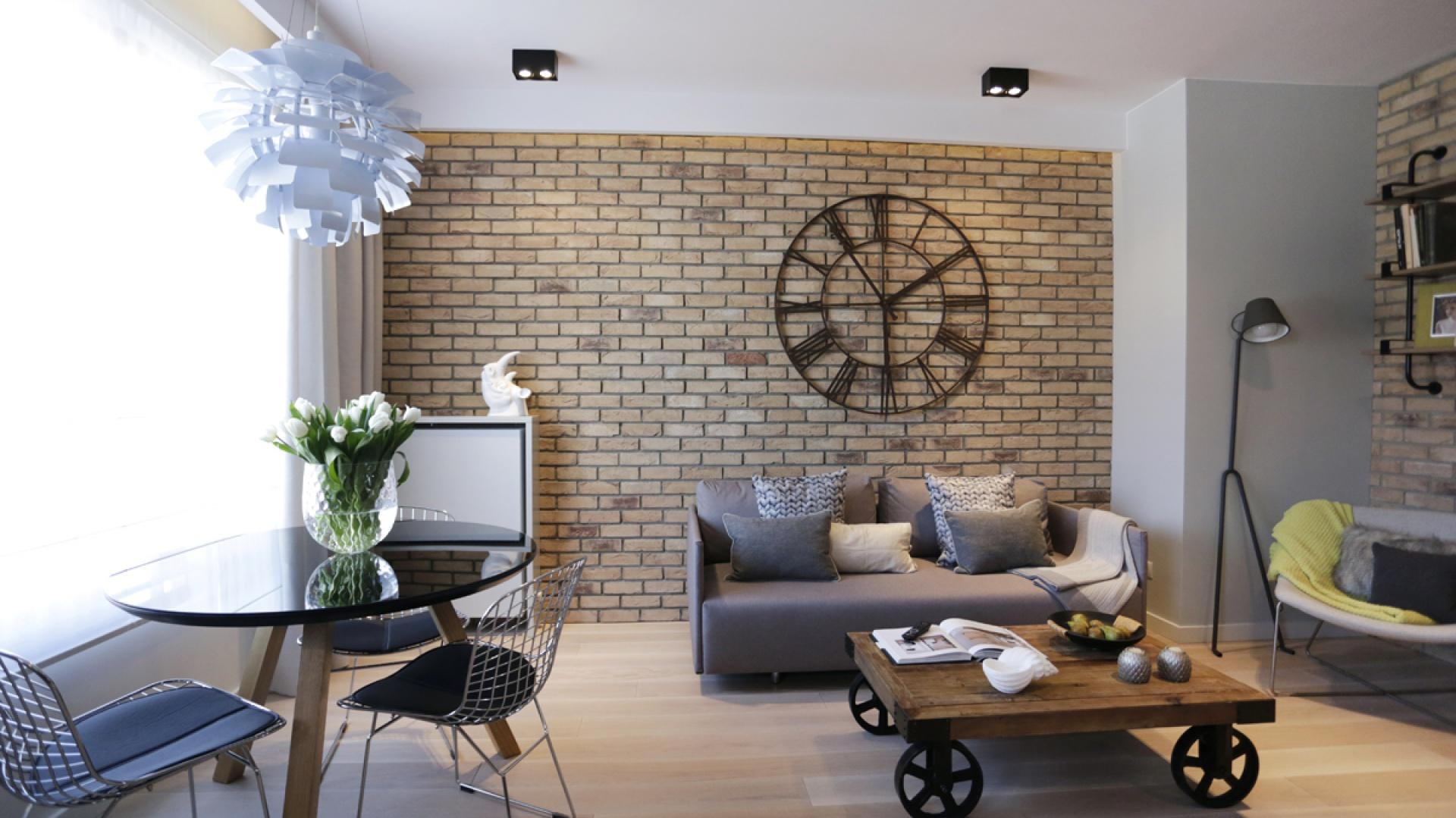 Apartament Hoża 55 powstał w miejscu dawnej fabryki brązów i srebra w Warszawie. Stąd nawiązanie stylem do industrialnego charakteru wnętrza. Projekt Chałupko Design. Fot. Archiwum Archiconnect.pl