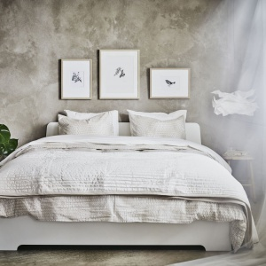 Sypialnia w romantycznym stylu. Fot. IKEA