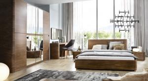Kolekcja Varadero obejmuje: łóżko z zagłówkiem twardym (opcjonalne nakładki) lub tapicerowanym, cztery rodzaje szaf, dwie komody, szafkę nocną, toaletkę oraz lustro.