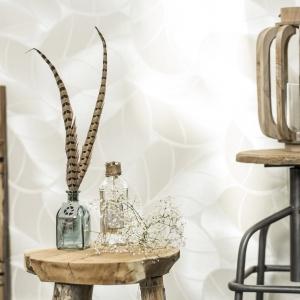 Stołek barowe z drewnianym siedziskiem będzie idealny zarówno w nowoczesnej, jak i bardziej klasycznej kuchni. Fot. Westwing
