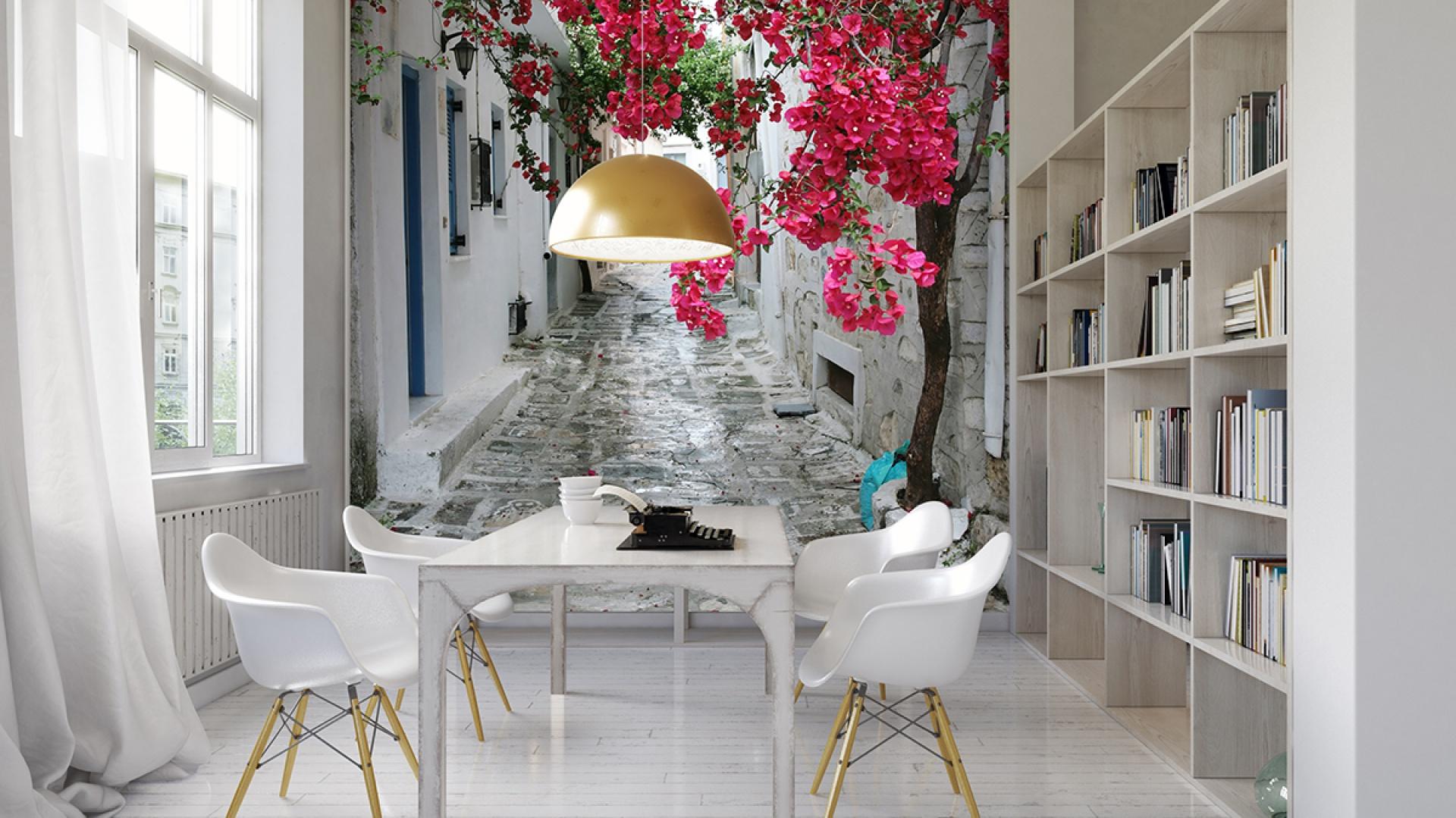 Romantyczna uliczka gdzieś nad Morzem Śródziemnym, a w niej piękne kwiaty... Fot. Living Style