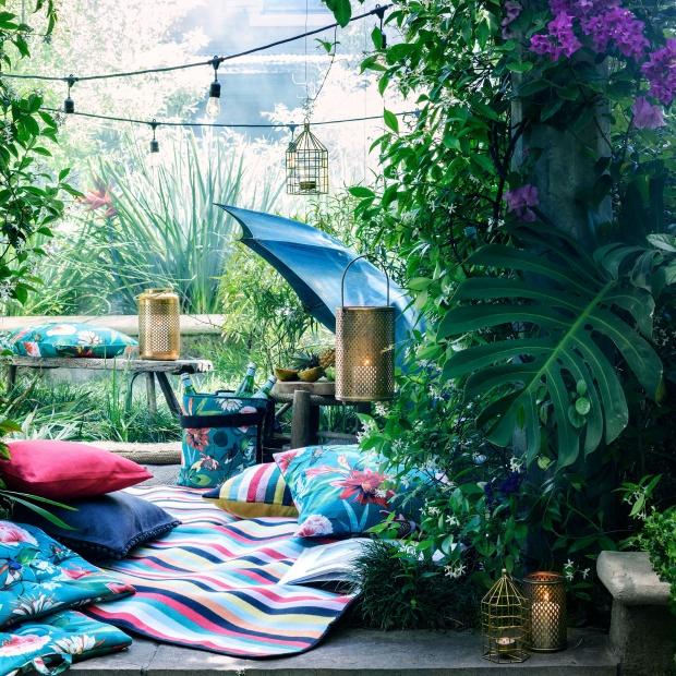 Tekstylia na lato: kolorowe poduszki