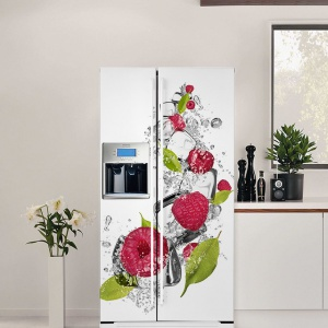 Naklejka dekoracyjna na lodówkę z motywem malin wprowadza kolor do kuchni i odświeża jej wystrój. Fot. Pixers