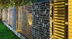 Jakie ogrodzenie wybrać, żeby uchronić się od nieproszonych gości, a jednocześnie nadać wyjątkowy wygląd naszej przestrzeni? Ogrodzenia gabionowe to modne, trwałe i proste w utrzymaniu konstrukcje, które rozwiążą ten problem raz na zawsze.