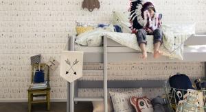 Bogactwo wozów i kolorów tapet zachęca do tego, aby z ich pomocą odmienić wystrój wnętrza. Tapety utrzymane w stylistyce skandynawskiej sprawdzą się wkażdym pomieszczeniu.