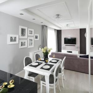 Mieszkanie o powierzchni niespełna 60 m kw. urządzono w stylu glamour. Projekt: Katarzyna Mikulska-Sękalska. Fot. Bartosz Jarosz