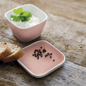 Porcelana Abra Cadabra Kahla oferuje nieograniczoną różnorodność zastosowań. Sprawdza się na stole, ale też w łazience lub w biurze jako akcesoria do przechowywania. Dostępna w różnorodnej gamie kolorów. Fot. Kahla