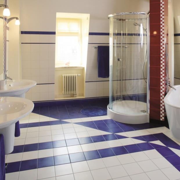 Projekt niebieskiej łazienki dla dzieci