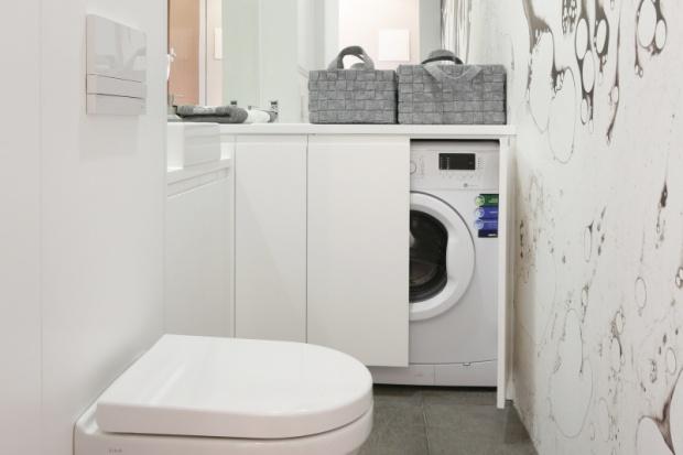 Pralka w zabudowie: 15 pomysłów na szafkę do łazienki