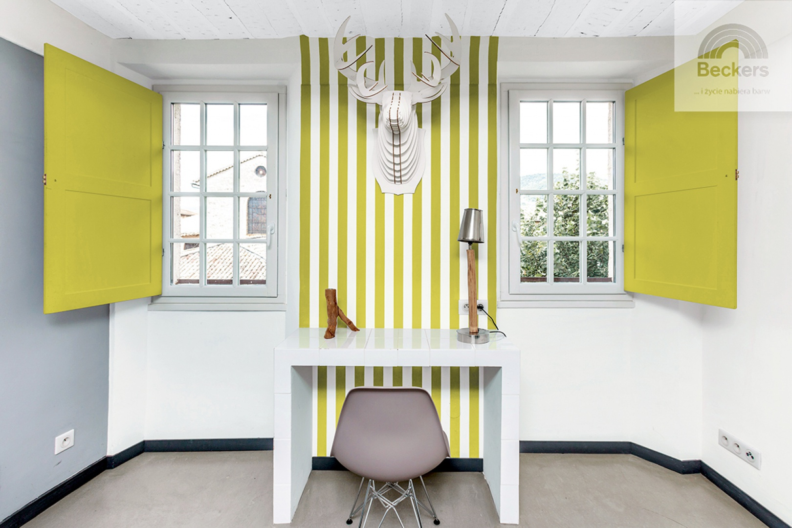 Beckers dzieli się kilkoma pomysłami na designerskie szarości w różnych odcieniach, zadając kłam przekonaniu, że szary jest nudny i ponury. Beckers Designer Colour, kolory Silver Pearl i Wasabi.