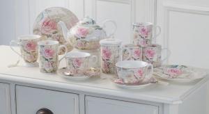 Porcelana może być elementem aranżacji kuchni, jeśli wyeksponujemy ją na otwartych półkach. Zobaczcie piękną kolekcję w rustykalnym stylu, idealną dla wielbicieli tradycji i kwiatowych motywów.