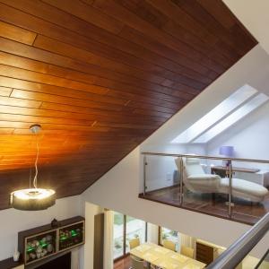 Deski z serii Wall of Wood w odcieniu Coffee. Fot. Kaczkan