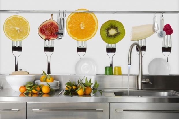 Owocowe wzory: sposób na dekorację ścian w kuchni
