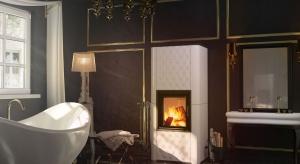 Kominek Nadia 8 w zabudowie kaflowej Swarovski to produkt, który najlepiej sprawdzi się w wyjątkowo eleganckich aranżacjach salonu. Dedykowany jest przestronnym wnętrzom ze sztukaterią, luksusowymi meblami czy kryształowymi żyrandolami.