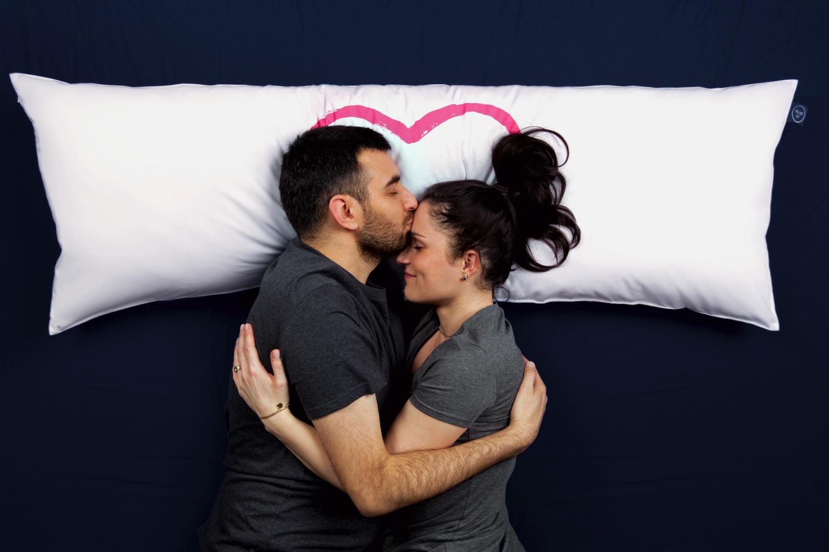 One Pillow. Fot. Mr&Mrs Sleep
