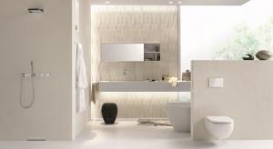Otwarte prysznice zrównane z podłogą stają się coraz bardziej popularne – dają poczucie dodatkowej przestrzeni, zapewniają wygodę oraz czystość łazienek.