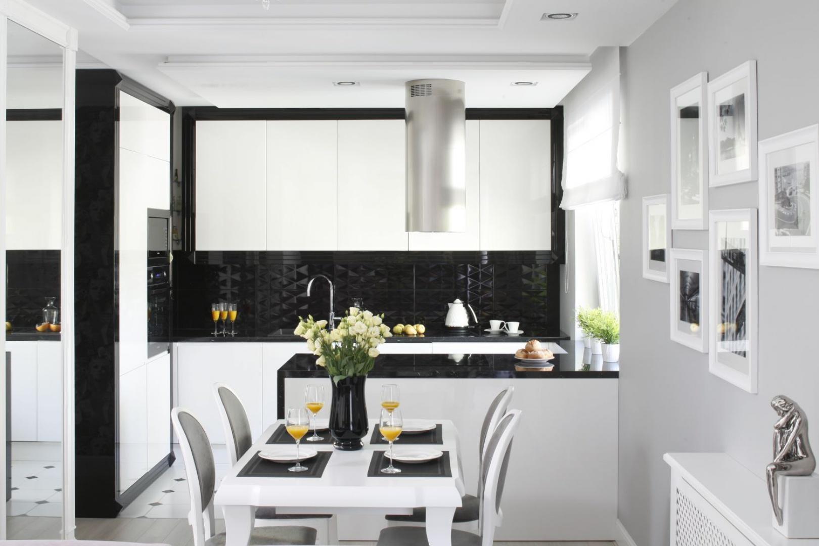 Czarno-biała kuchnia w nowoczesnym stylu. Projekt: Katarzyna Mikulska-Sękalska. Fot. Bartosz Jarosz