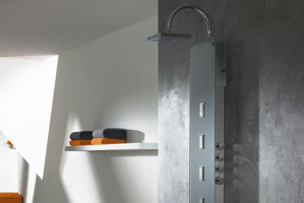 Prysznic może być równie relaksujący jak kąpiel w wannie. Zobaczcie nowy panel, który zapewni prysznic pod przyjemnym strumieniem wody lub... masaż pleców.