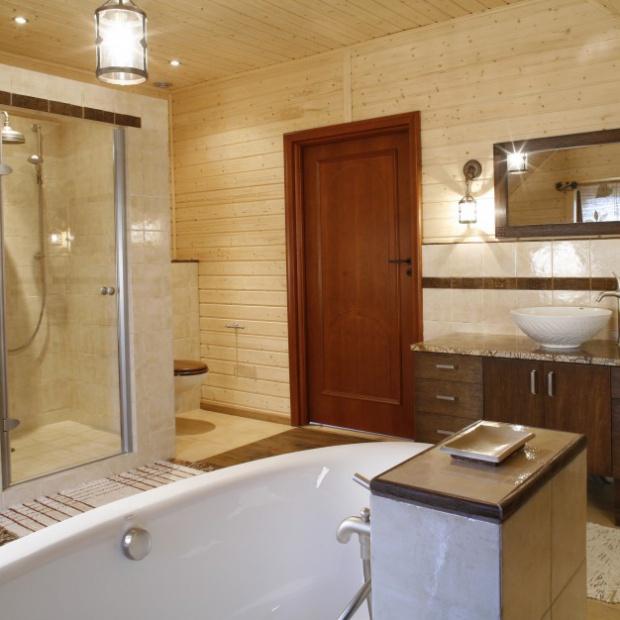 Piękna łazienka w domu z bali na Mazurach