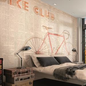 Charakter aranżacji świetnie podkreśli mocny akcent dekoracyjny na ścianie nad łóżkiem. Grafika ścienna Bike Club marki Glamora wykonana jest na materiale winylowym. Fot. Glamora/ Tapetydekorian.pl