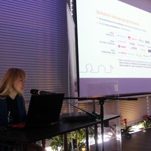 Małgorzata Kubaszewska z CAD Projekt K&K prezentuje możliwości programu komputerowego dla architektów i projektantów wnętrz. Fot. Arkadiusz Kaczanowski