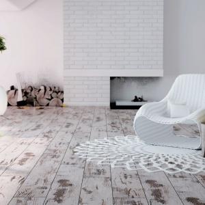 Krawędzie paneli z kolekcji Adventure Ruck Zuck wyprofilowane czterostronną V-fugą dają efekt prawdziwej, naturalnej podłogi. Struktura z połyskiem, klasa ścieralności AC4. Na zdj. Dąb Fresco. Cena: 48,90 zł/m². Fot. Ruck Zuck