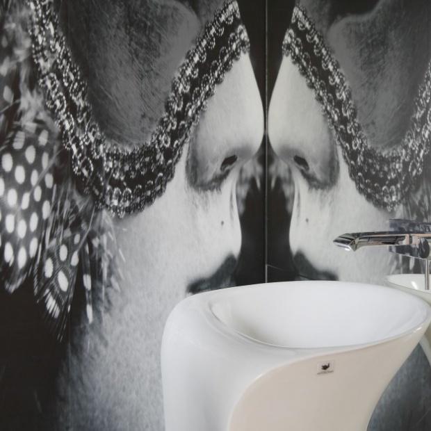 Projekt łazienki z niesamowitą fototapetą