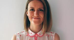 """Ewelina Białobrzewska ze studia projektowego 4 kąty astół 5, opowiada o wyzwaniach i pracy projektowej przy tworzeniu programu telewizyjnego """"Nasz Nowy Dom"""". Rozmawia Piotr Sawczuk."""