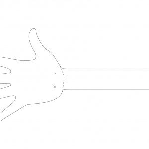 Krok 1: Odrysuj wzór łapki na kartce papieru w rozmiarze A3, a następnie używając ołówka i kalki technicznej przenieś jej kontur na sklejkę.  Potrzebne będą dwie łapki  - z uchwytem i bez. Zamocuj nasadkę  do cięcia (565) do narzędzia  wielofunkcyjnego, np. Dremel® 4200 i strożnie wytnij ze sklejki dwa narysowane wzory. Fot. Dremel