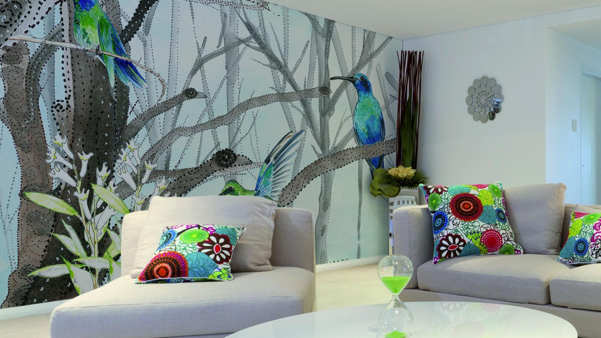 Tapeta z piękną grafiką, na której wzrok przyciągają egzotyczne ptaki. Fot. Glamora