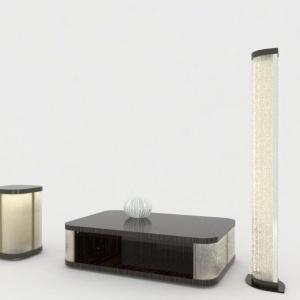 Stolik koktajlowy, pomocnik i lampa stojąca z kolekcji Mayfair marki Reflex wykonane z połączenia naturalnego drewna wykończonego na wysoki połysk oraz szklanych, okrągło zakończonych boków. Dzięki zastosowaniu strukturalnego szkła i oświetleniu LED meble po zmroku stają się dodatkowym źródłem nastrojowego światła. Fot. Galeria Heban