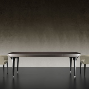 Wykonane ze szkła Murano i zakończone błyszczącymi metalowymi stopkami nogi stołu Ark 72 marki Reflex do złudzenia przypominają obcasy damskich szpilek. Fot. Galeria Heban