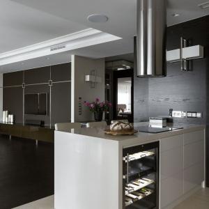 Mieszkanie sprawdza się doskonale w różnych okolicznościach: zarówno przy okazji uroczystych kolacji czy formalnych spotkań, ale także podczas wypoczynku w wąskim, rodzinnym gronie. Fot. Yassen Hristov