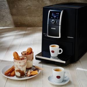 Czekoladowe Tiramisu podane z Espresso. Fot. Nivona