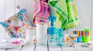 Ożywiają wnętrze i sprawiają, że domownicy otrzymują zastrzyk pozytywnej energii. Warto zdecydować się na kolory we wnętrzach.