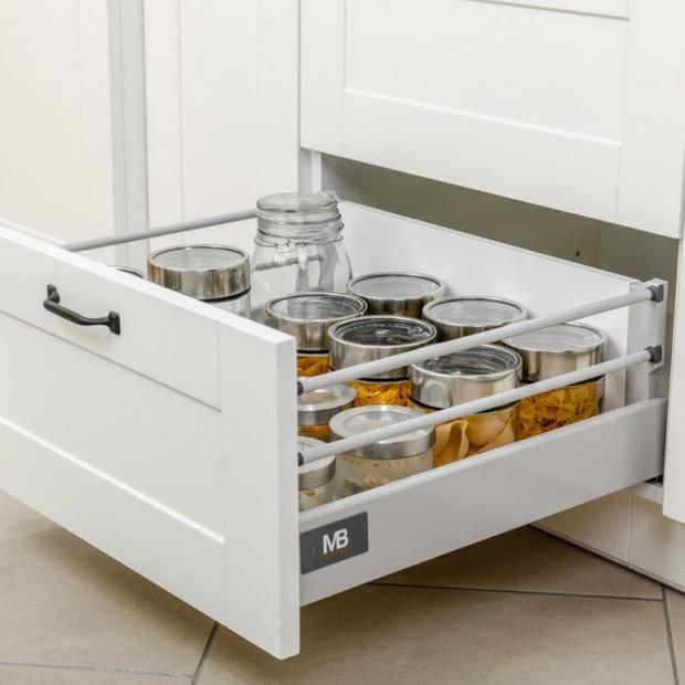 Mała kuchnia: tak urządzisz funkcjonalną spiżarnię
