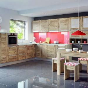 Jeden system – Olivia Soft – a wiele możliwych sposobów aranżacji. Począwszy od układu zabudowy, poprzez ilość i wielkość szafek, do wyboru dekoru frontów. Kuchnię można dopasować do każdego wnętrza, jego stylistyki i upodobań mieszkańców. Fot. KAM