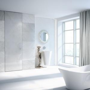 Drzwi wykończone płytą ze spieków kwarcowych, która do złudzenia imituje marmur. Fot. PIU Design