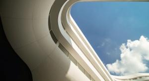 W Polsce z roku na rok przybywa oryginalnych projektów. Jednym z nich jest najbardziej oczekiwana inwestycja ostatnich miesięcy – futurystyczne OVO Wrocław – zaprojektowane przez Asafa Gottesmana z paryskiej pracowni GS Arch, ucznia słynnej Zahy H