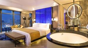 Jak urządzić luksusową łazienkę? Zobaczcie niesamowite wnętrza z ekskluzywnego hotelu w Pekinie.