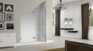 Skosy dachowe największy kłopot sprawiają w łazienkach na poddaszu. Można je jednak wykorzystać na ustawienie kabiny prysznicowej.